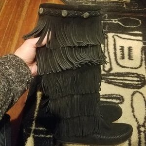 Minnetonka 5-LAYER FRINGE KNEE HIGH moccasins
